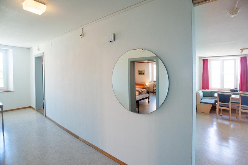 Berghof Hallau Ferienwohnung Wohnraum Spiegel