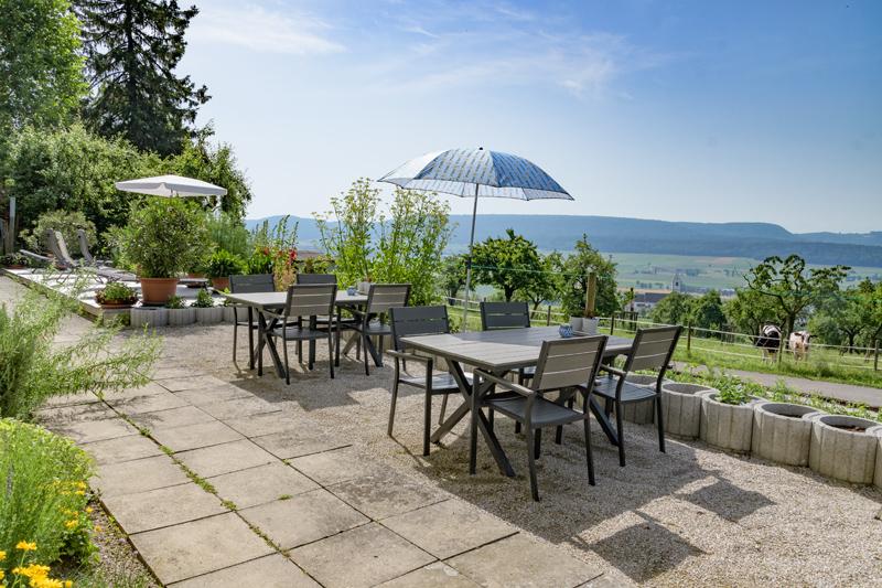 Berghof Hallau Ferienwohnung Terrasse Gartentisch Ausblick