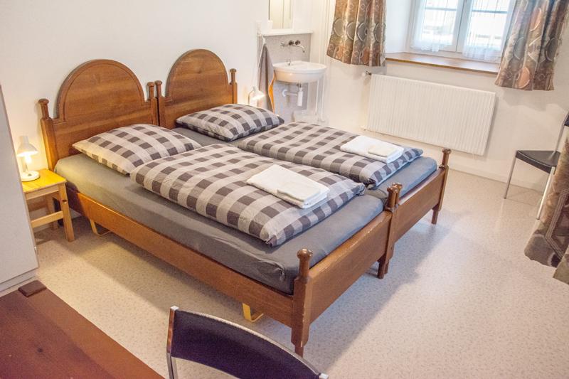 Berghof Hallau Gruppenhaus Schlafzimmer Holzbetten