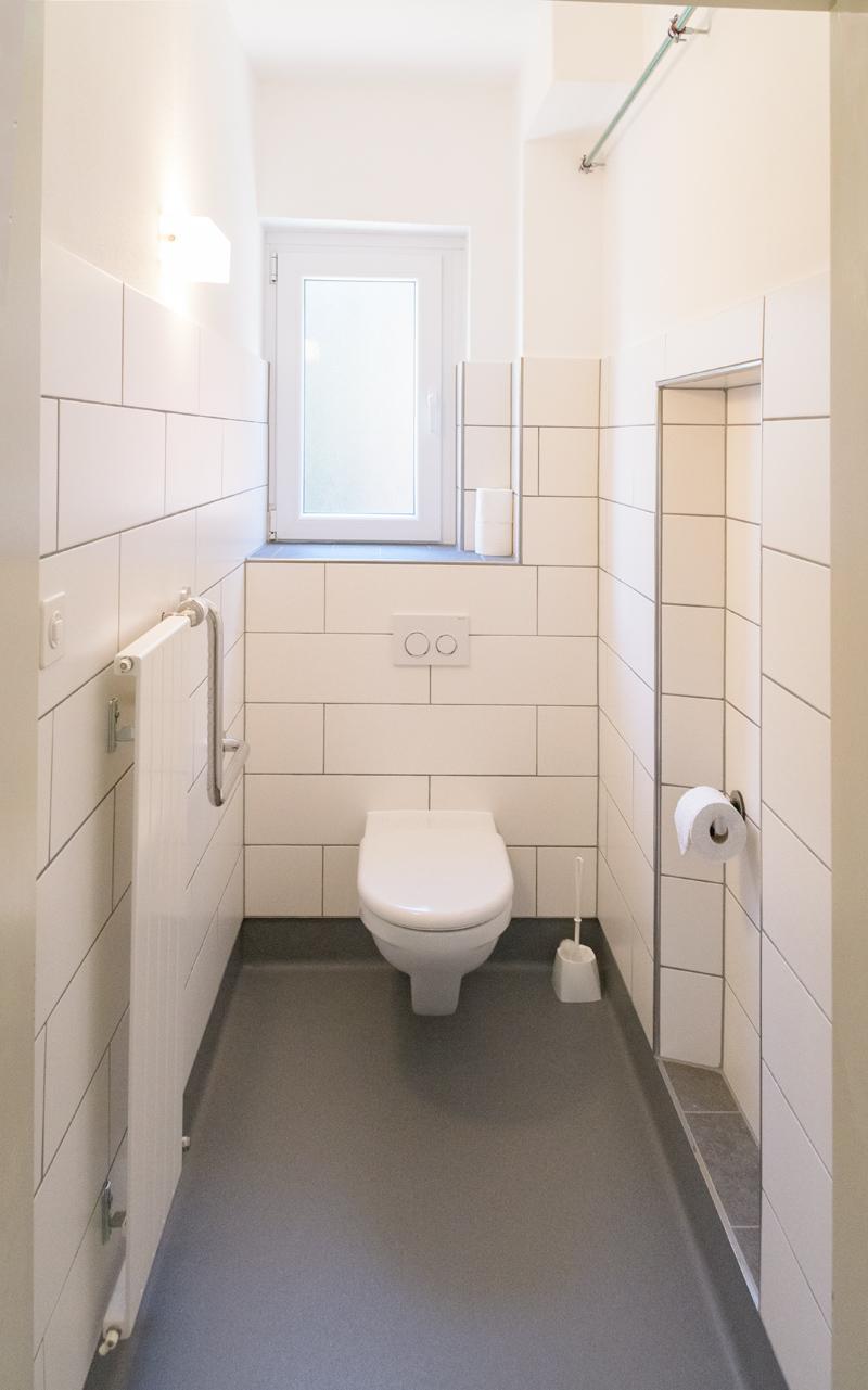 Berghof Hallau Gruppenhaus Behinderten WC