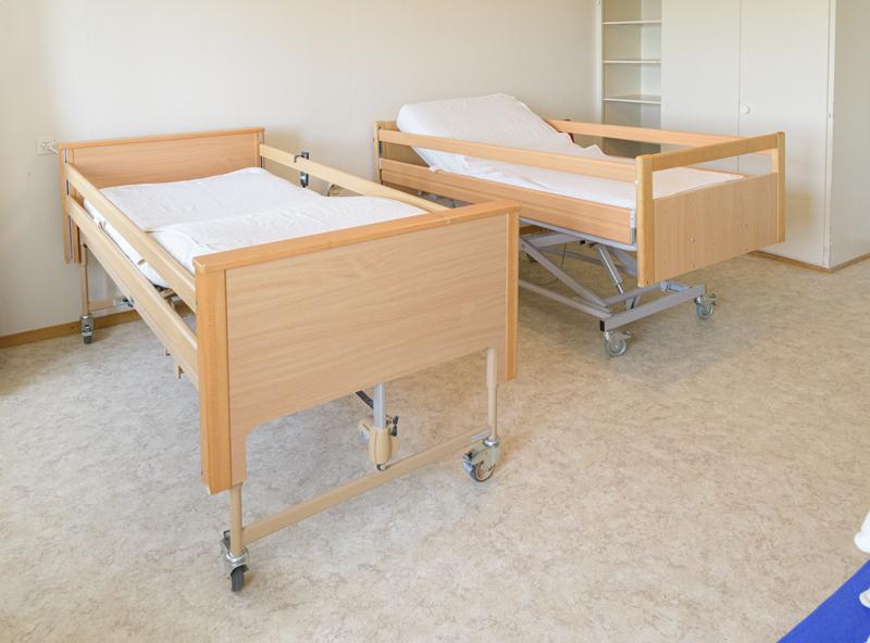 Berghof Hallau Gruppenhaus Medizin Bett